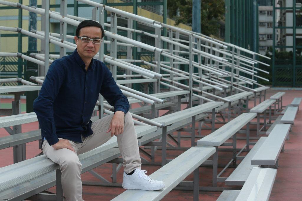 鍾志光曾擔任體育老師,八八年加入商台報道漢城奧運體育消息,是著名的體育評述員兼主持。