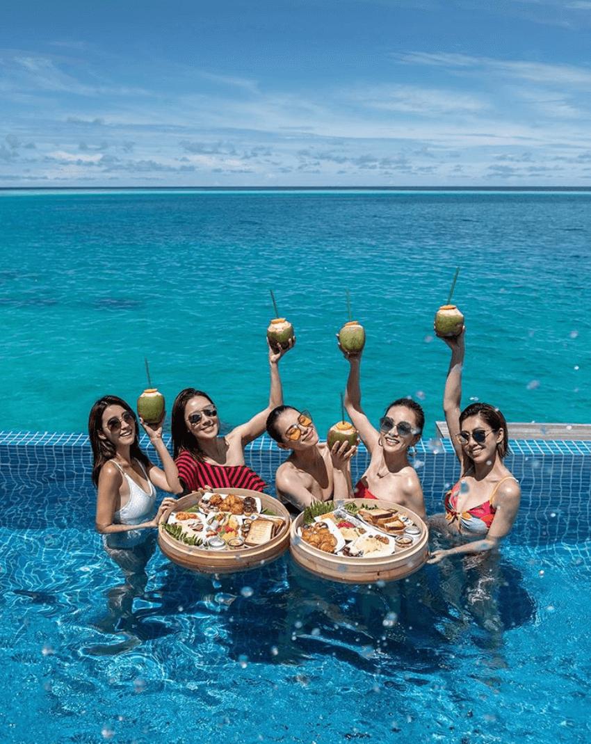 享受Floating breakfast!