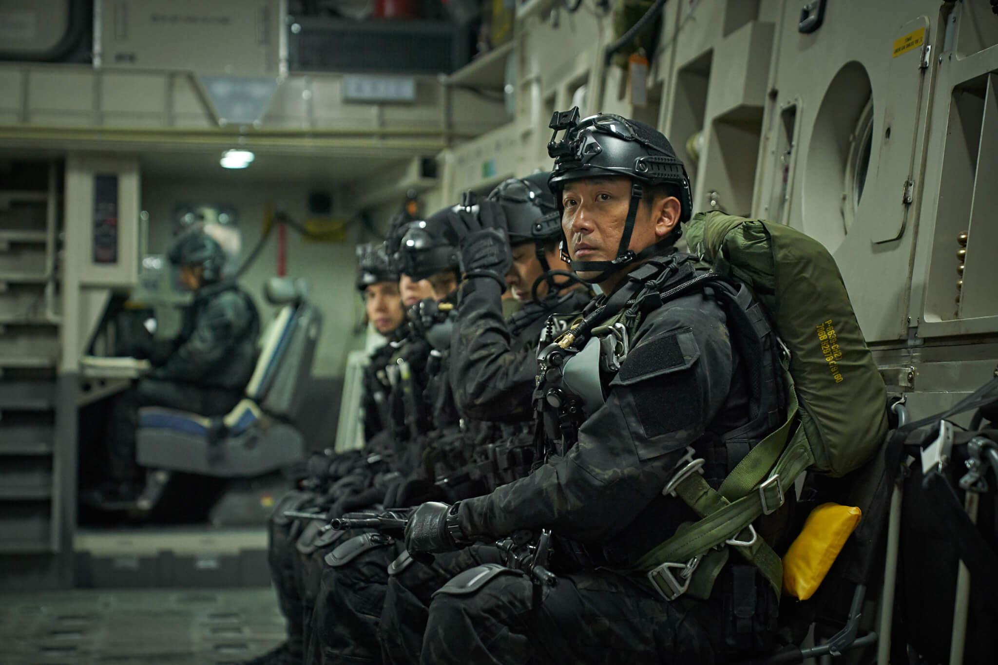 河正宇在戲中飾演軍隊爆破隊大尉,臨退役受命到北韓完成艱鉅任務。負責為其小隊戰鬥、掩護的另一組要員更全員殉職,河正宇需臨時擔起所有任務。