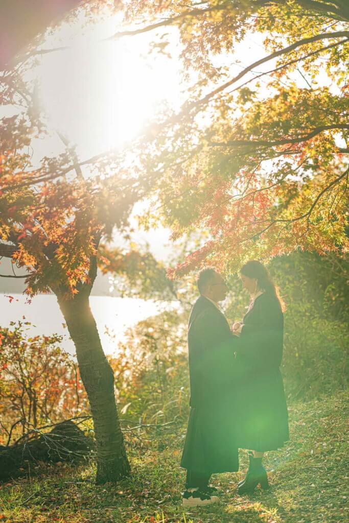 C君與天頤一心想影滿佈紅葉的婚照,但原來要夾時間,最終婚前三星期才成行。