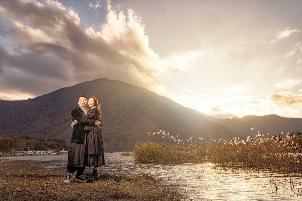 二人反傳統穿便服拍攝婚照,是希望影相時自然舒服,配合「開心」主題。