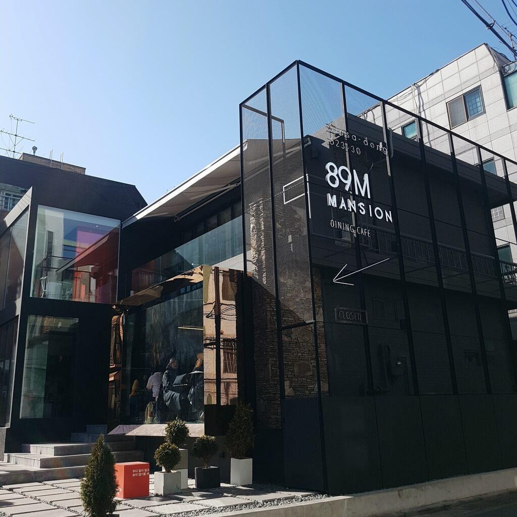 李鍾碩有份參與咖啡店的室內設計
