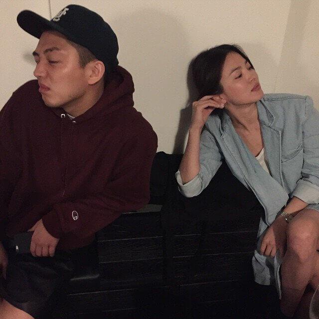 劉亞仁開設Studio Concrete,同公司的師姐宋慧喬也常來捧場。