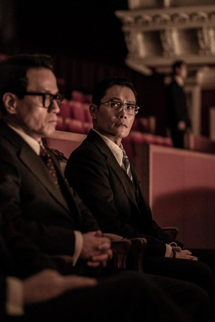 李炳憲在《南山的部長們》中飾演的情報部長個性沉著冷靜