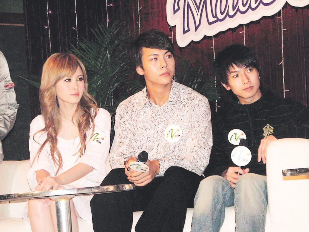 與陳柏宇差不多同期的年輕歌手有傅穎、陳偉霆