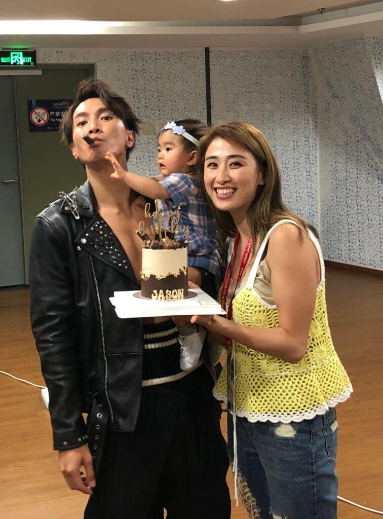 女兒出生後,陳柏宇錄了首《無限大》送給女兒。