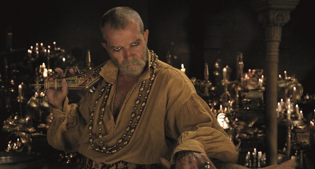 安東尼奧班達拉斯驚喜飾演海盜王,亦是D老篤的岳父。