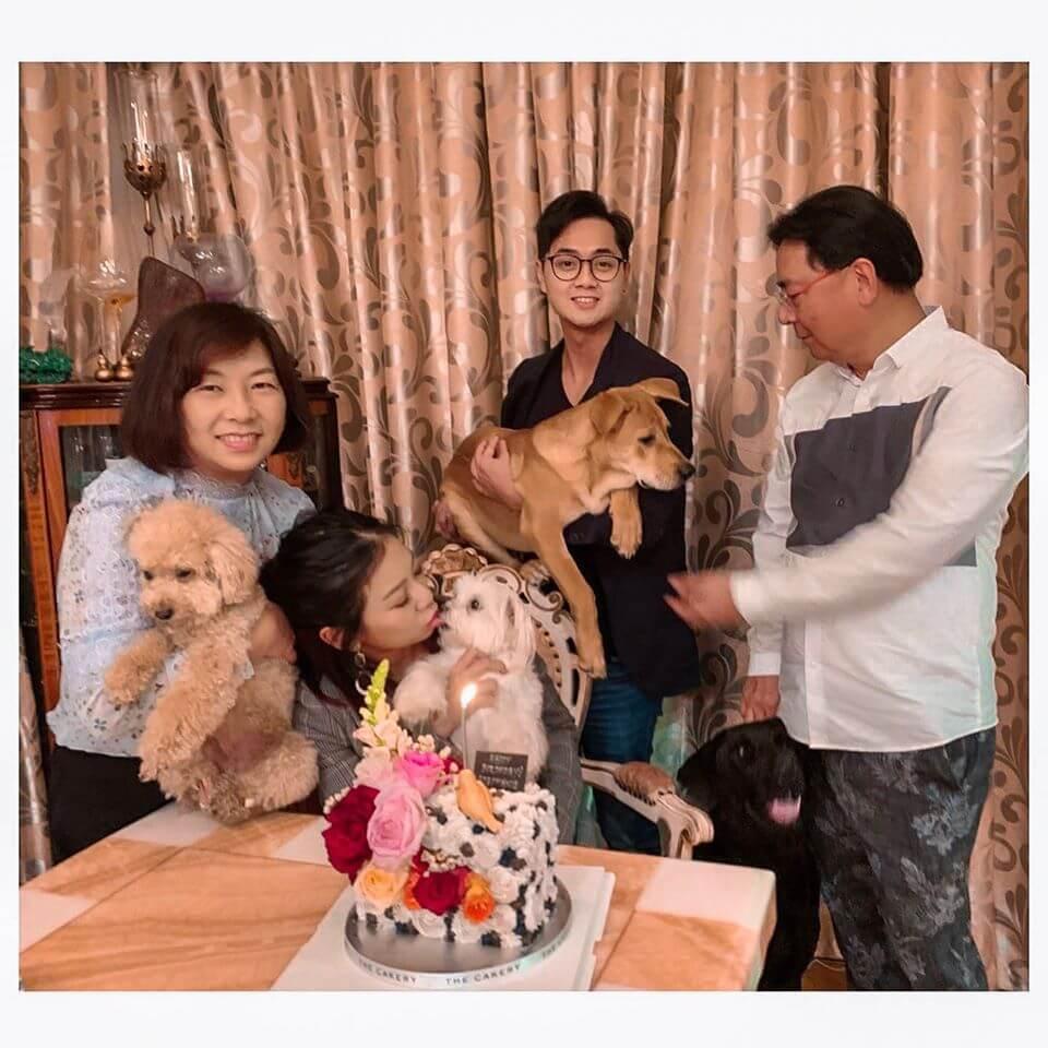 他們一家同是愛狗之人,狗仔生日當然要慶祝一番。
