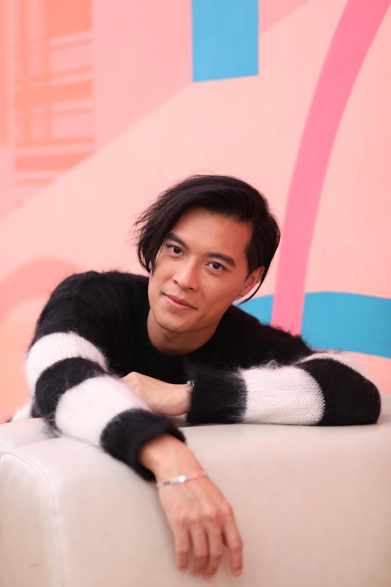 黎振燁廿二歲那年,瞞着太太向TVB遞交了藝員訓練班申請表,並獲得取錄,可惜星途未如理想。