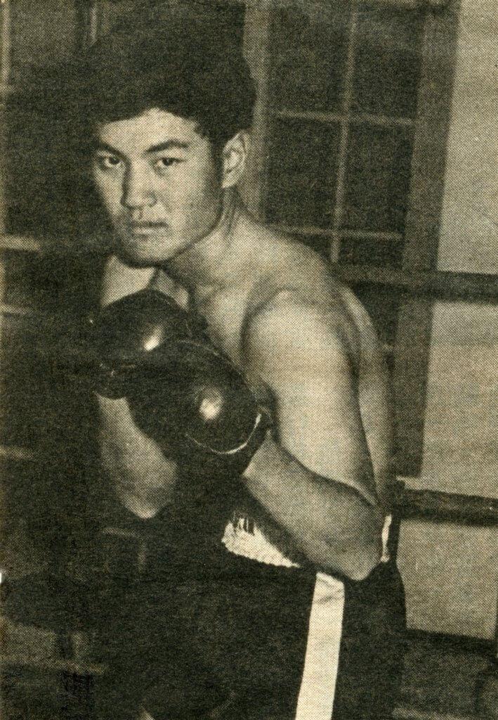 年輕時的劉丹威猛有型,當時尚未有其招牌二撇雞造型。