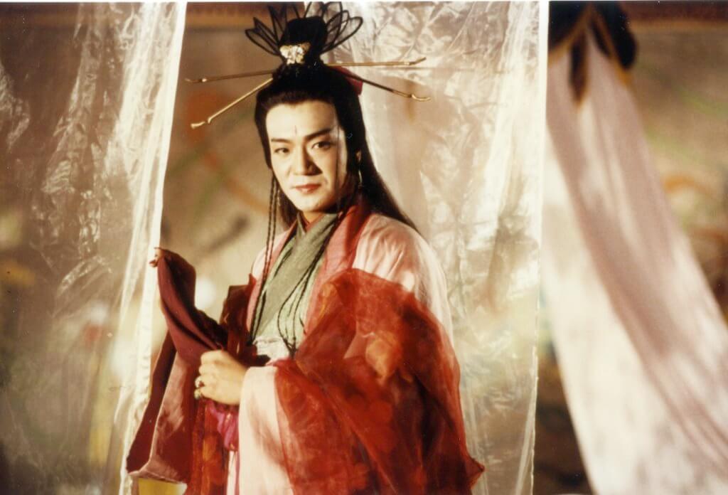 他飾演的《東方不敗》曾被金庸讚演得傳神