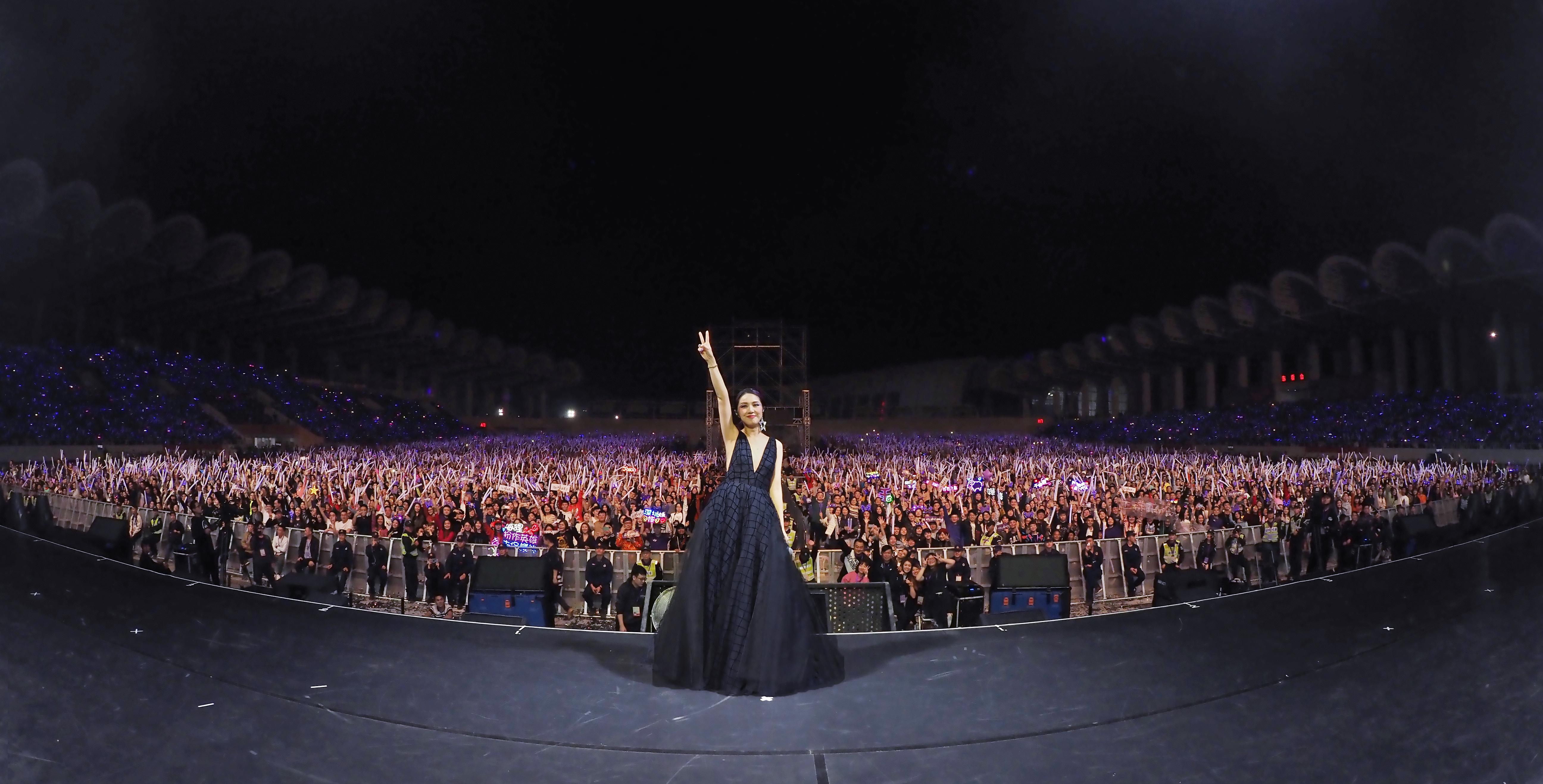 千嬅今次巡唱的場館多數在大型體育場舉行,今次在高明可坐一萬八千人,而在南寧的廣西體育中心體育場則多達三萬人。