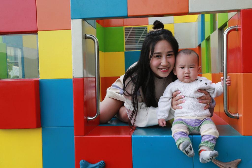 曹敏寶兒子出生時有黃疸問題,她在坐月期間每天要到醫院探望兒子,擔心不已。