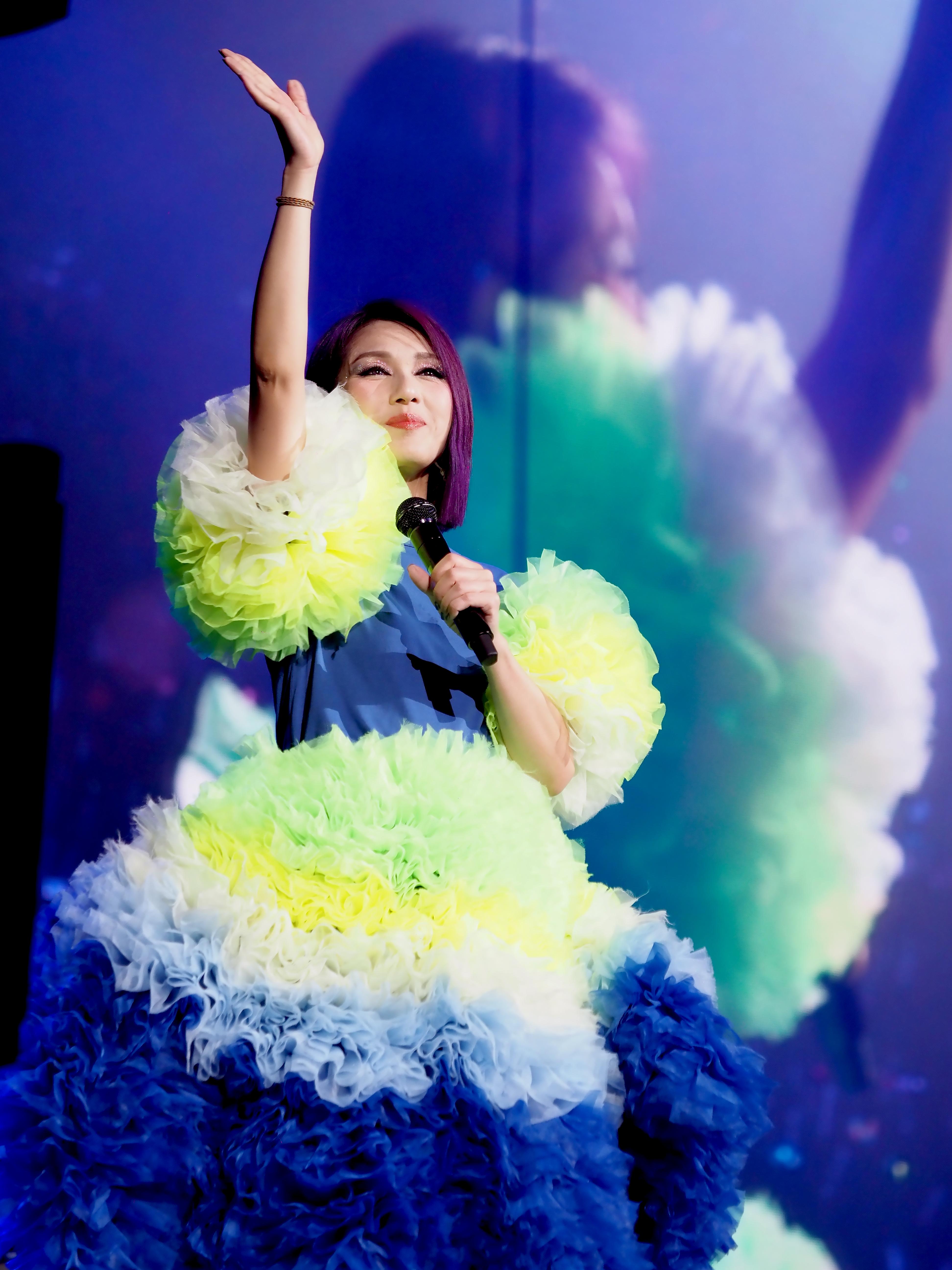 千嬅花盡心思揀選巡唱的歌單,亦堅持全廣東歌單。