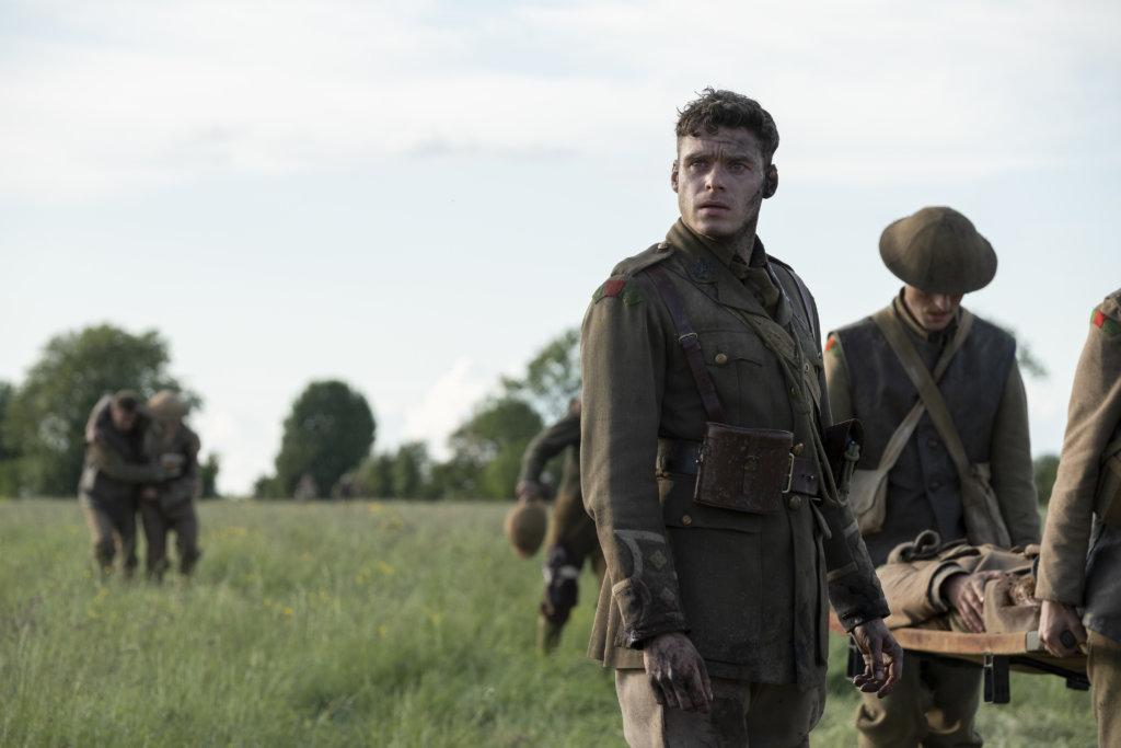 《內政保鑣》金球視帝理察麥登扮演布雷克的哥哥,得知弟弟途中逝世,百感交集。
