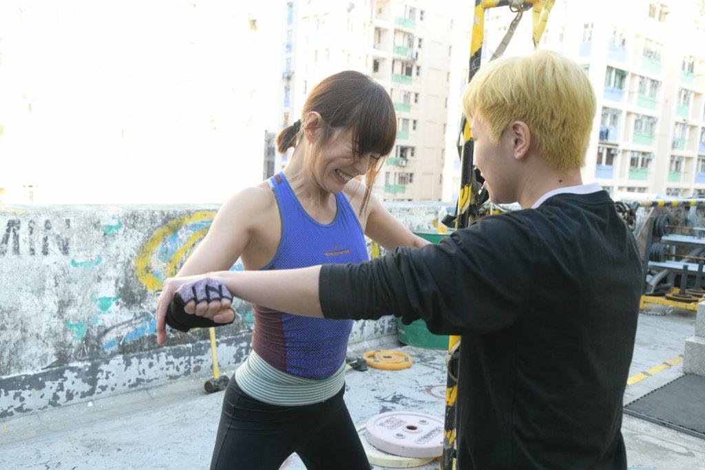 做體能訓練,她學習到盡量不說話,免得教練又加操。