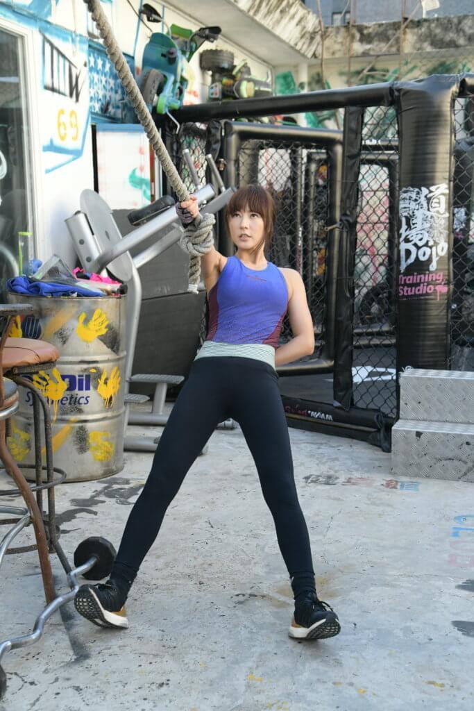 為了生長肌肉,她要增肥十多磅和和進行密集式做鍛練。