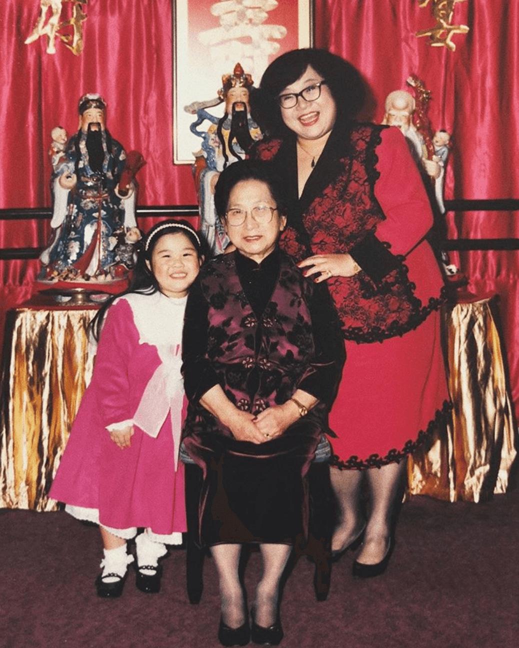 欣宜與媽媽、婆婆的合照