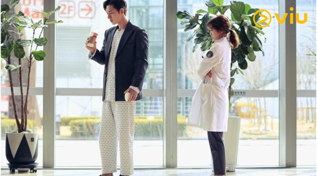 鄭英在飾演醫生,跟受傷的朴海鎮相遇。
