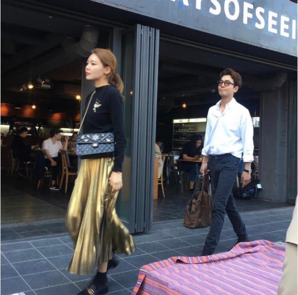 秀英與鄭敬淏拍拖,不時被傳媒拍到。