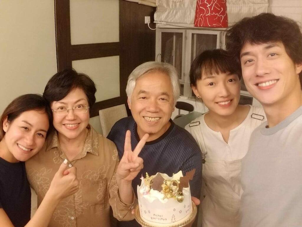 劉俊謙帶女友蔡思韵,參與父母和妹妹的家庭聚會。