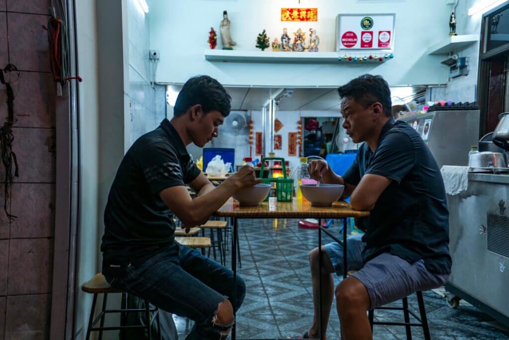 李康生與Anong 在曼谷展開一段平淡而帶點遺憾的關係