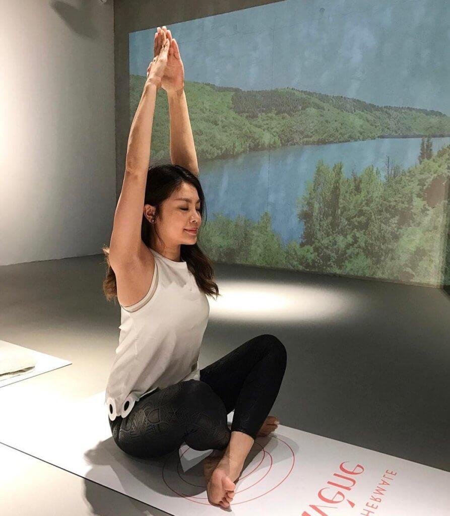 瑜伽可以拉筋,增強柔軟度及令心情平靜。
