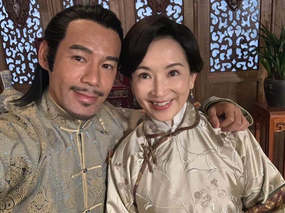 徐榮在《大醬園》演二世祖,劇中龔慈恩是徐榮的大嫂,現實中是他的中學師姊。
