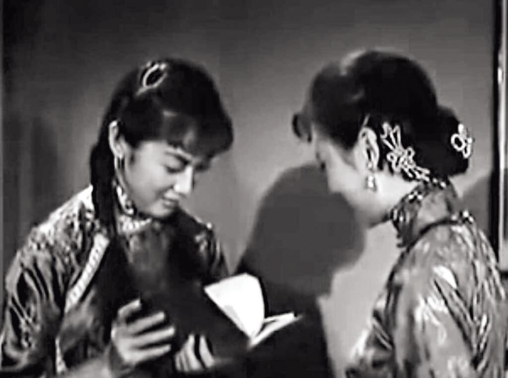 粵語片少見的鏡頭,一個女性和她筆耕的作品同框。夏萍在《小婦人》中留下極其珍貴的剎那:在揭開《我的家庭》時流露的喜不自禁。
