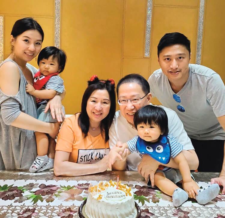 兒子和媳婦為劉家帶來一對孖孫,小青姐退休後,有更多時間弄孫為樂。