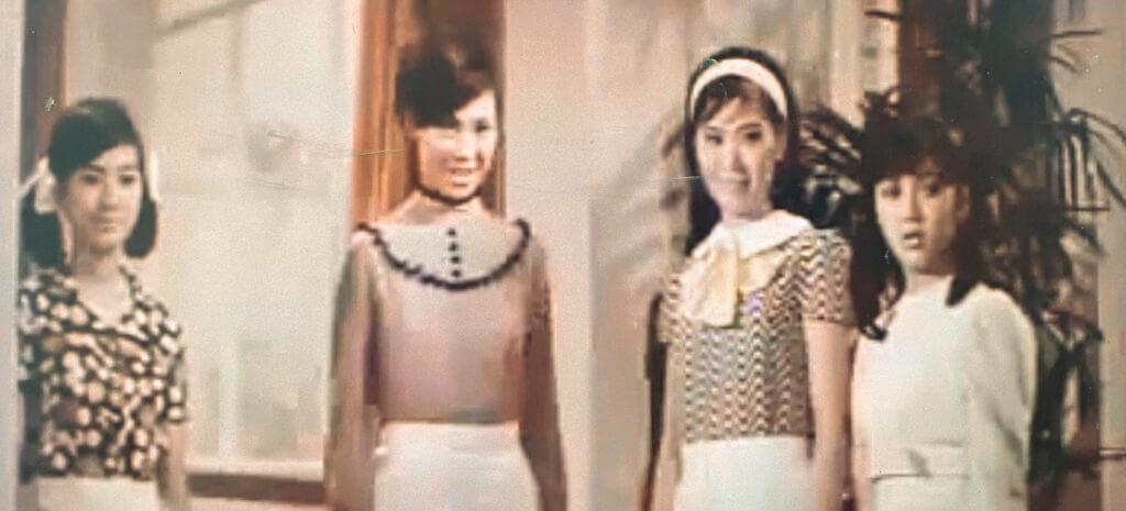 《四鳳求凰》的四姊妹,是兩種家庭的合成。蕭芳芳馮寶寶是七公主中的四公主和七公主,李司棋和禤素霞是麗的電視藝員訓練班第二期同學。芳芳與司棋是唯一合作一次,馮寶寶卻與禤素霞在十年後的《追族》中演好友,與李司棋在十三年後緣續《神女有心》。