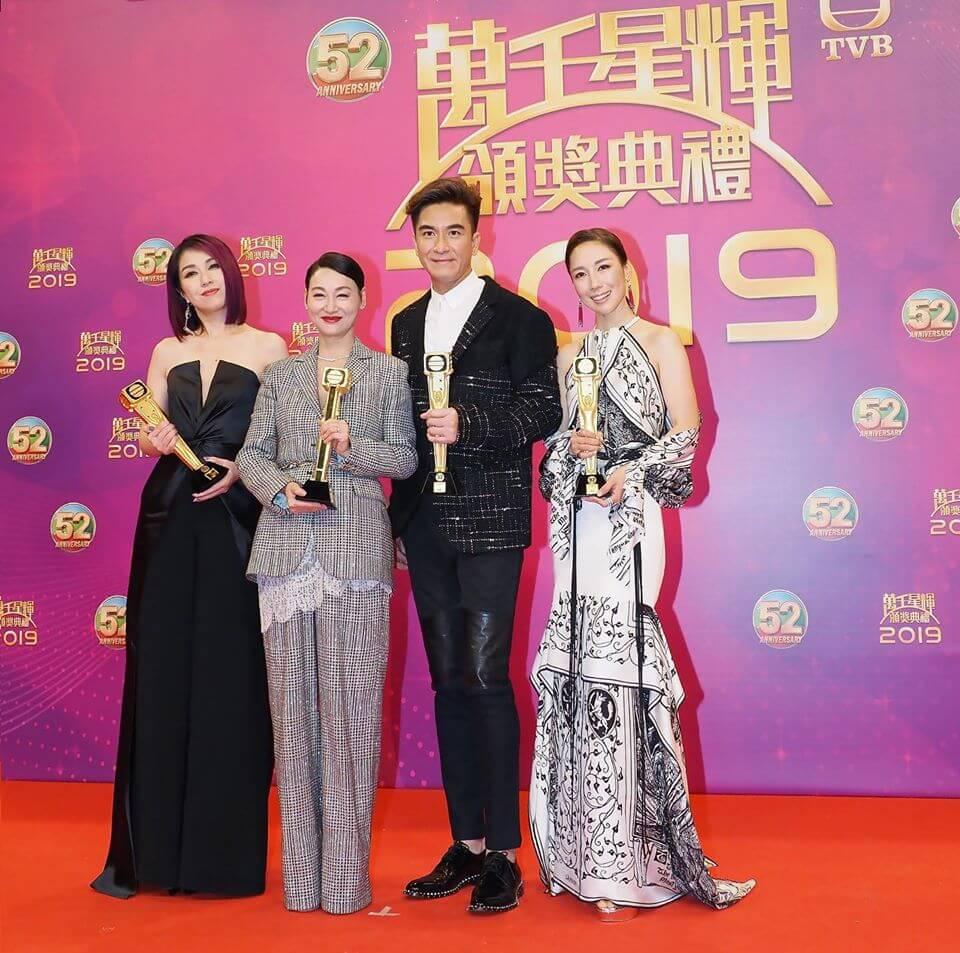 《萬千星輝頒獎典禮2019》頒發「最受歡迎電視女角色」,結果由李施嬅《金宵大廈》和楊千嬅《多功能老婆》奪得,亦是台慶頒獎禮史上,首次有兩位女藝人奪得該獎。