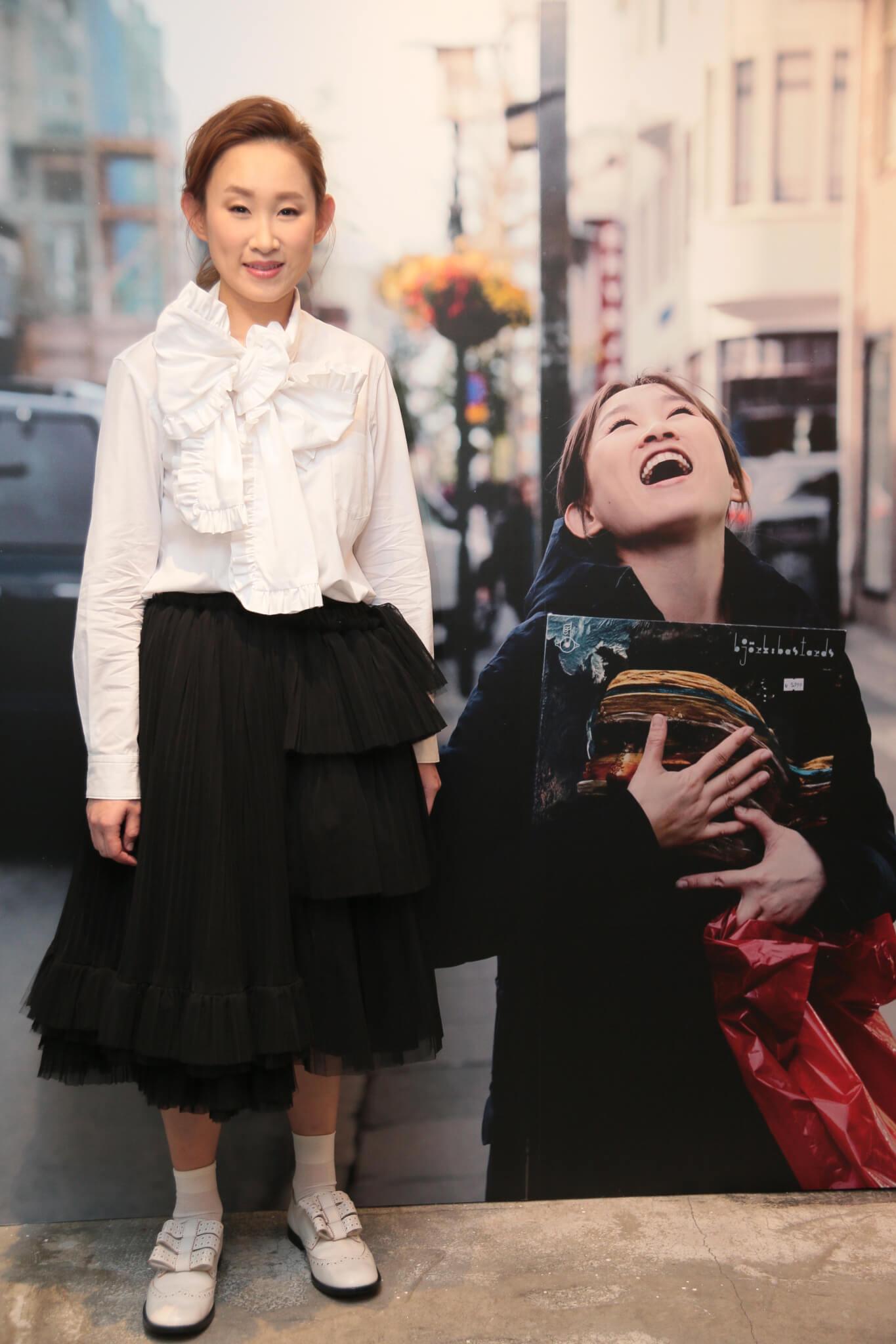 王菀之在2017年5月22日於中環Usagi Gallery Space舉行「lvana Wong Much Feeling Little Thinking : A Photographic Storytelling Pop Up」相展。