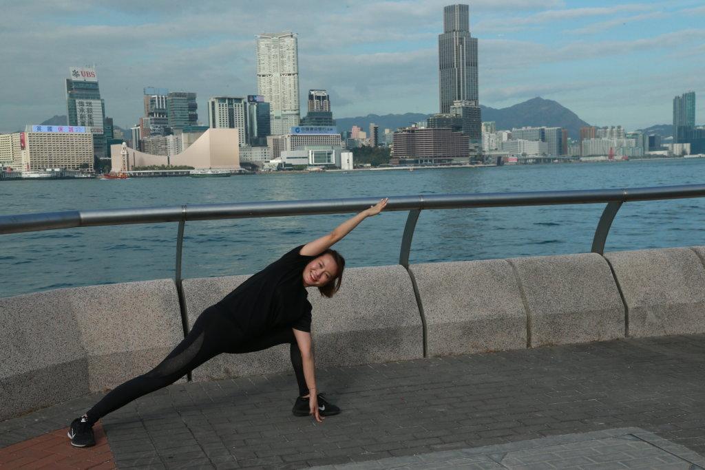 跑步前進行足夠熱身運動,以減低運動創傷風險。