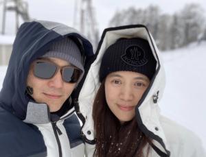 兩公婆去年12月去北海道滑雪