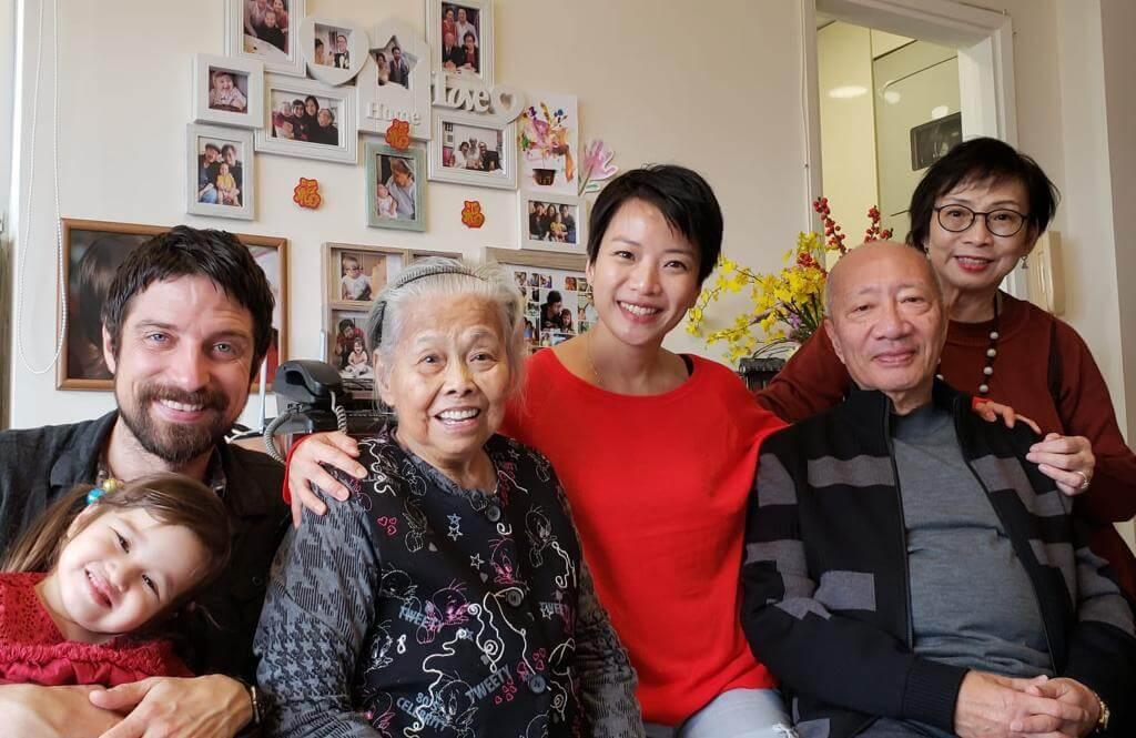 子明可有兩個囝囝一個囡囡,可愛的外孫女是他和太太的心肝寶貝。