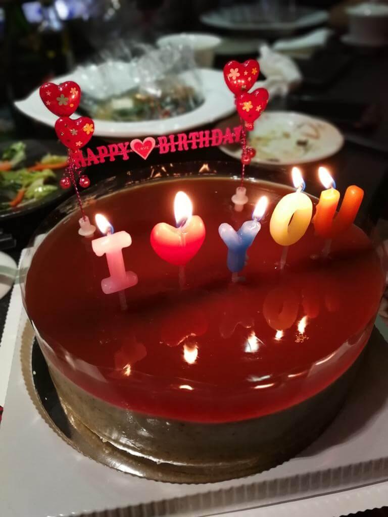 親手整的生日蛋糕,女友未食已甜在心。