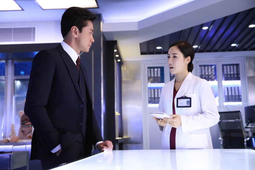 李施嬅在《法證先鋒Ⅳ》飾演法醫,本身害怕血腥場面的她,事前做了不少資料搜集,又強迫自己看了不少外國的法醫紀錄片,致經常發噩夢。