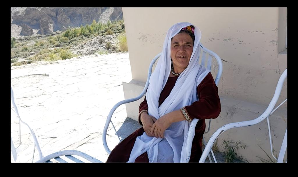 這是傳統的巴基斯坦女性,穿上傳統服飾。