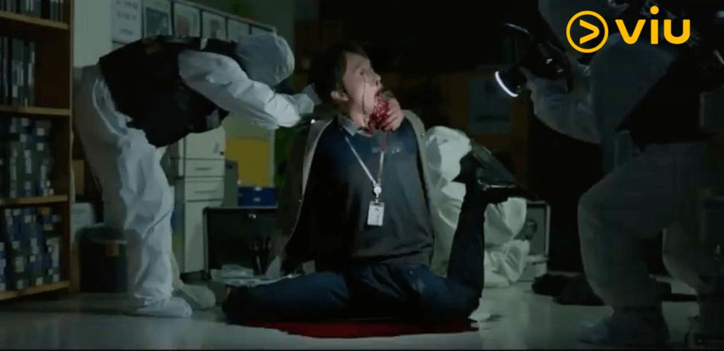 崔秉默飾演中津日報的部長,被施了謗法後,身體不正常扭曲直至骨折窒息致死。