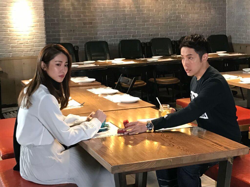石詠莉與李日朗是差不多時期出道的歌手,二人合作很快便進入狀態。