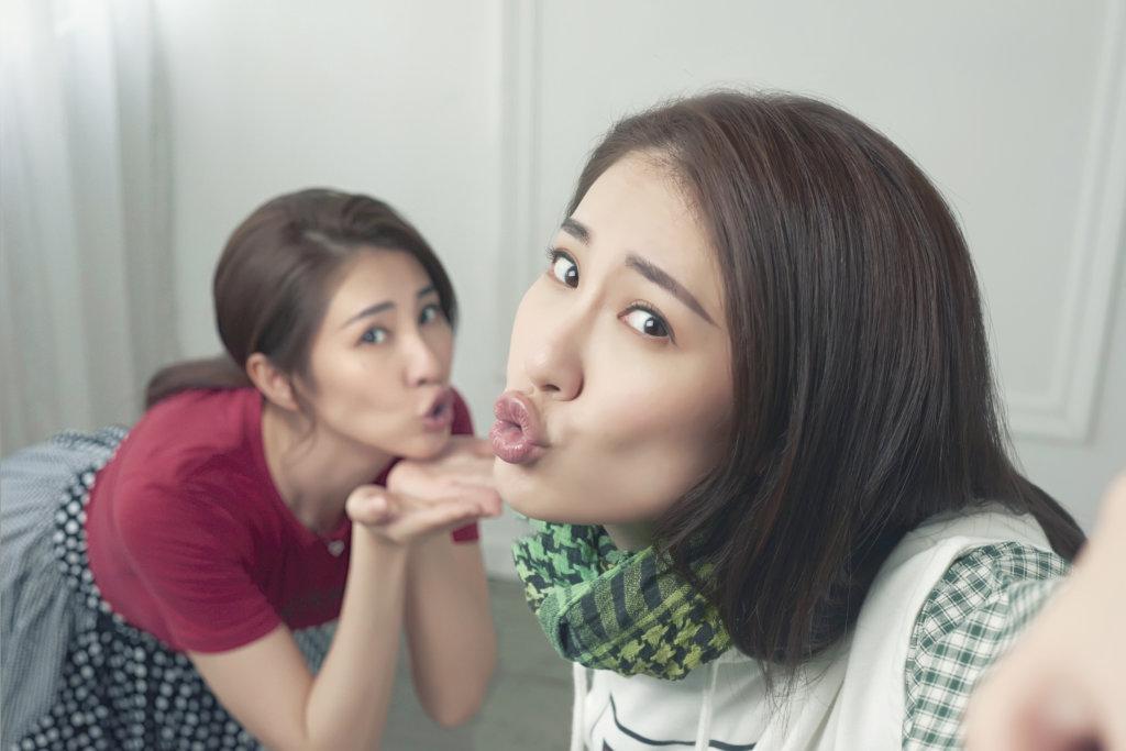 石詠莉在片中飾演一對孖生姊妹,兩個角色的性格有很大分別,非常考她的演技。