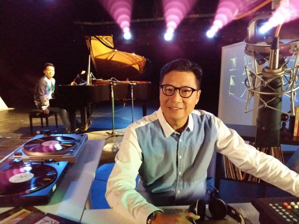 鄭子誠主持節目《音樂情人》深入民心,該節目更曾被製作成港台電視節目特輯。