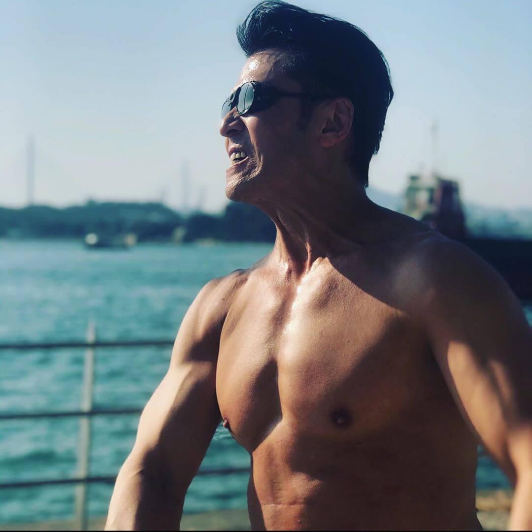五十歲仍保持一身肌肉,除了勤力還要有毅力。
