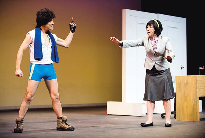 舞台劇《潮性辦公室》和楊詩敏(蝦頭)的互動,令觀眾捧腹大笑。