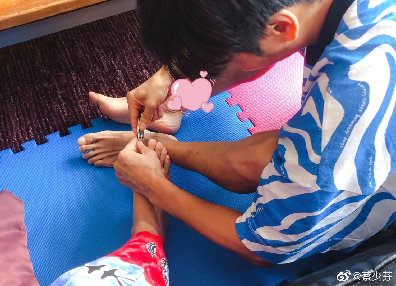 張晉有名「愛妻號」,為老婆剪腳甲,試問有幾多老公做得到?
