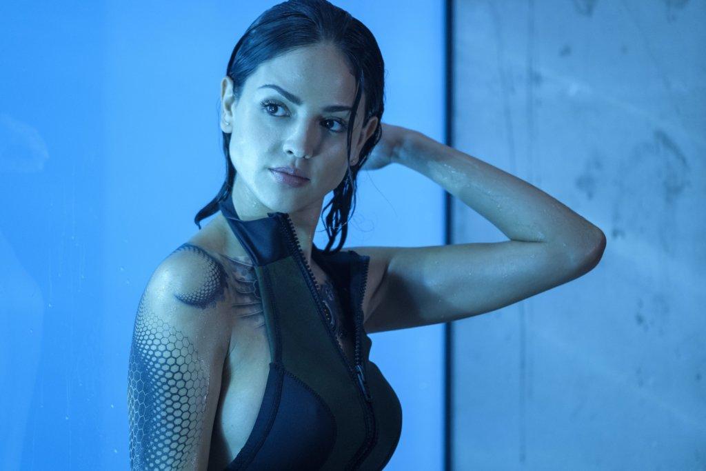 伊莎岡莎莉絲飾演的KT也是改造人,會與雲迪素發生感情。