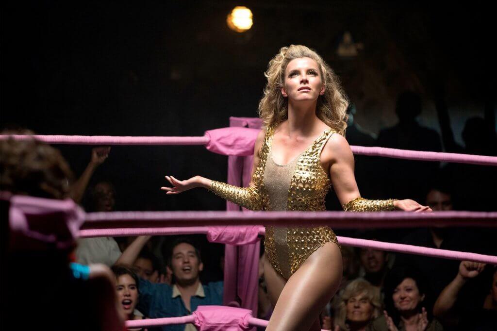 碧蒂在美劇《GLOW》扮演女摔角手。