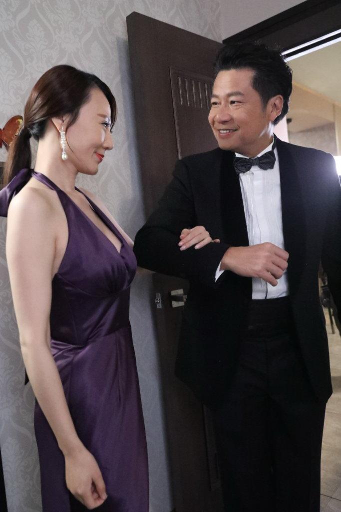 在《法證先鋒Ⅳ》,鄭子誠背住女友陳煒出軌,對象更是女友的好姊妹康華,看到觀眾眼火爆。