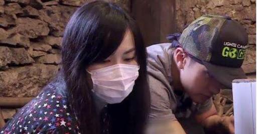 拍攝《爸爸去哪兒》時,太太亦一直戴着口罩,相當神秘